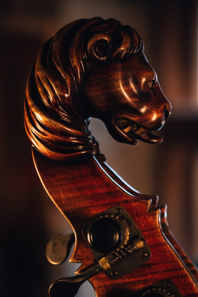Marko Ackert double bass lion head instrumente